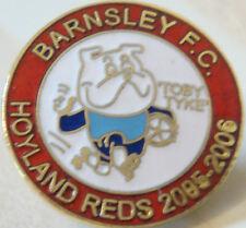 BARNSLEY FC HOYLAND REDS 2003-04 badge Brooch pin In gilt 25mm x 25mm