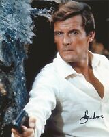 Hand Signed 8x10 photo ROGER MOORE - 007 - JAMES BOND + my COA
