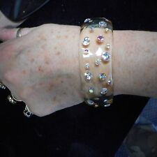 FANTASTIC OLD PLASTIC LUCITE BANGLE BRACELET CLEAR COLOR WITH CRYSTAL