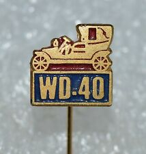 WD-40 lubricant spray old timer car auto vtg advertising pin badge Anstecknadel
