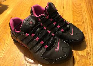 Nike Womens Shox NZ - 636088 026 - Black / Dark Grey - Pink Blast - Wmns Sz: 8.5
