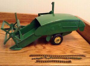 Vintage Carter Ertl John Deere 30 Pull Type Combine Toy Farm Implement 1/16