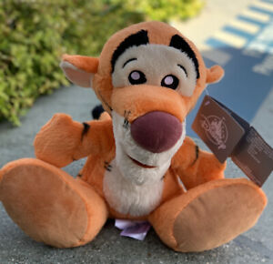 Disney Parks Exclusive Tigger Big Feet 10 Inch Plush New with Tag