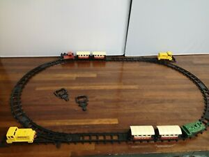 M02-MATCHBOX SMALL RAILWAY LAYOUT INCLUDING TRACK,SHUNTER,LOCO,CARRIAGES