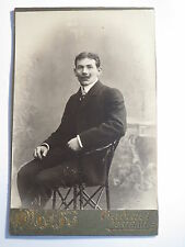 Юзовка - wohl Donezk - Ukraine - sitzender Mann im Anzug - Portrait / KAB