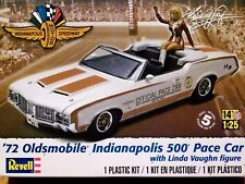 Revell Monogram 1:25 '72 Oldsmobile Indianapolis 500 Pace Car & Figure Model Kit