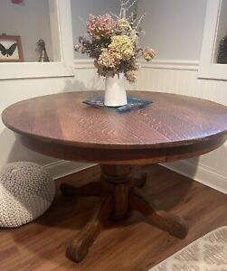 Antique tiger oak 48in round table