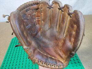 Wilbur Wood Wilson A2141 RH throw Baseball Glove