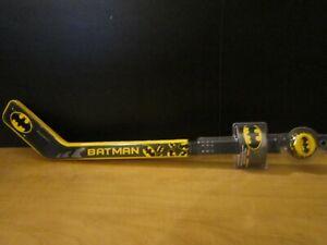 DC BATMAN Puck & 1 Stick Set Indoor Outdoor Fun Hockey Games Kids-SAFE TOY-NEW
