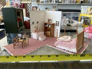 Dollhouse Miniature Folding Present Bedroom 1:48 Great Attention To Detail