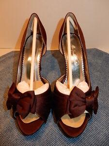 Michaelangelo Maribelle Truffle Open Toe Heels, Maroon, Size 7.5