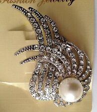 Tipo de Hoja Diamante Broche con perla 5x3cm