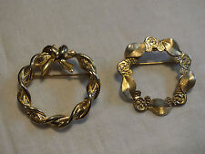 Holiday Brooch Pin Gold Tone Textured Wreath Set of 2 Everyday 1 1/4 Inch Nice