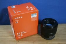 SONY FE 50mm F1.8 LENS W/BOX, CAPS & HOOD - NEAR MINT