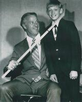 Wayne Gretzky Gordie Howe UNSIGNED 8x10 Photo