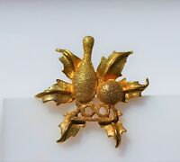 Christmas bbowling gold tone ornate    BROOCH