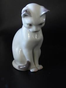 Bing & Grondahl Vintage Porcelain CAT Sitting No 2453- C1970's - Denmark