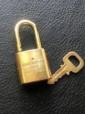 Authentique Louis Vuitton Cadenas Doré 327 et clé #327 / 1 padlock and 1 key