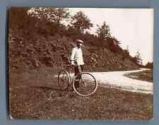 France, Mr. Garbe en bicyclette sur la route de Ligugé (Vienne) Vintage citrate
