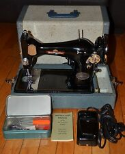 VINTAGE DOMESTIC DELUXE SEWING MACHINE WITH CASE MINT