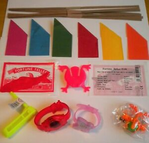 6 GIFTS/TOYS/GAMES/FILLERS + HATS, SNAPS & JOKES TO MAKE YOUR OWN XMAS CRACKERS