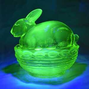 Mosser glass bunny on basket vaseline uranium glow trinket box dish