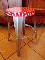 Tabouret d'appoint vintage en tôle galvanisée à damiers rouge et blanc-indus