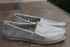 TOMS shoes Womens Size 8 w wide ballet Flats slip ons loafers SOLID SILVER GLITT