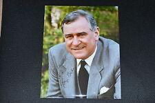 GEORGE BAKER (+2011)  signed Original Autogramm  20x25 cm JAMES BOND 007