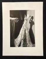 Wols, ohne Titel, Puppe mit Robe, 1937, Photographie aus dem Nachlass, 1996