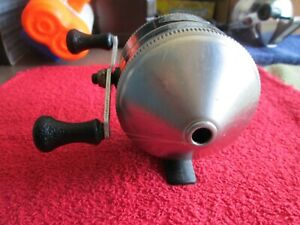ZEBCO 33  FISHING REEL 40th Anniversary Edition,   U.S.A. Made.   ''Tested''