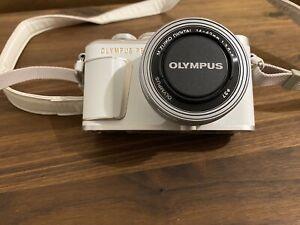 OLYMPUS PEN E-PL10 Kit mit M.Zuiko Digital ED 14-42mm f/3.5-5.6 E