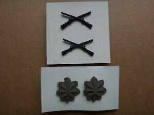 Deux Paires De États-Unis Armée Attenué Badges : Infanterie Corps An 1970+ Major
