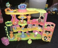 LITTLEST PET SHOP LPS ROUND N ROUND PET TOWN PLAYSET HOUSE Lot With 15 Pets