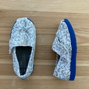 TOMS Gray Animal Print Shoes Size T6