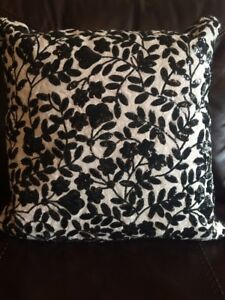 KATE SPADE SEQUIN VINE DECORATIVE PILLOW LINEN BLACK & WHITE 18 X 18 CLASSY!