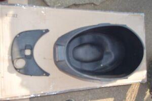 piaggio vespa primavera lx125 125 ie 3v seat potty tub cover trim plastic   2015