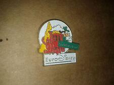 Pin's EURO DISNEY FRONTIERLAND DINGO GOOFY EN TRAIN