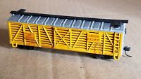NS5 N Scale Box Car Micro Train Couplers UP UNION PACIFIC cattle weathered 29125