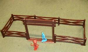 """Marx Toys PL-186/187 """"Farm Gate & 9 Fence Sections (Brown)"""" 54mm Plastic Scenery"""