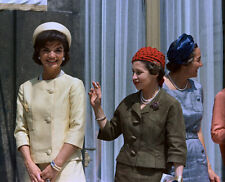 Jacqueline Kennedy Onassis UNSIGNED photo - D457 - GORGEOUS!!!!!