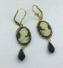 Sizzle Pop Jewelry Design Earrings Cameo resin Cream Black Lady Goldtone Glass