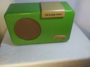 SIMPL Simple Music Player with Lid  Color Green.Plays Oldies.Tested And Works .