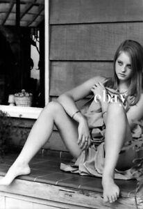 JODIE FOSTER Bare Legs RARE Sexy Photo BAREFOOT Toes LEGGY