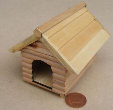 1:12 IN LEGNO DOG Kennel 8cm x 5cm DOLLS HOUSE miniatura GIARDINO PET Accessorio 3751