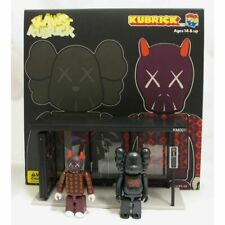 Medicom Toys Kaws Kubrick KM001 Bus Stop & 2 Figures Set 1