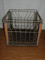 Vintage PIONEER DAIRY Metal Wire CUMBERLAND Milk Crate MASS Farm NEW ENGLAND