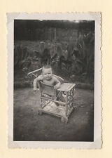 PHOTO ANCIENNE Chaise en osier pour bébé Vannerie1938 Vintage