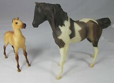 Breyer Classic Model Horse Set 750601 NEKANA Paint Mare & ROJO Red Dun Foal 2001