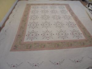Beautiful California King Embroidered Flowers w/Rose Frame Quilt